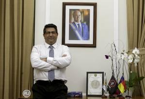 Pose no gabinete: 'Sou só um fiel escudeiro do Witzel', diz o secretário Foto: Marcelo Theobald / Agência O GLOBO