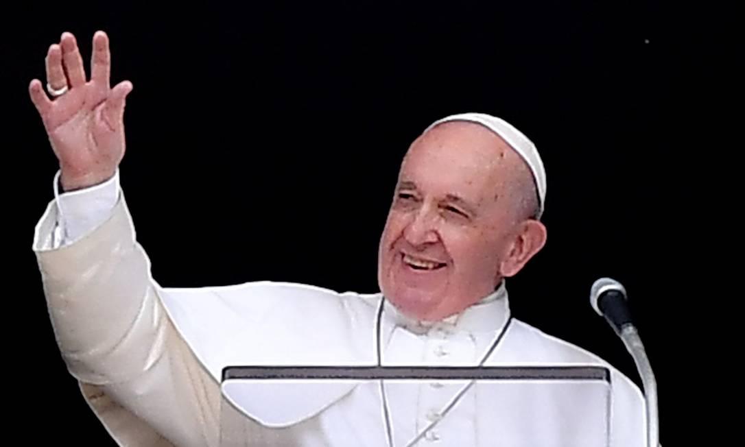 Sorridente, o pontífice pediu aplausos para os bombeiros Foto: TIZIANA FABI / AFP