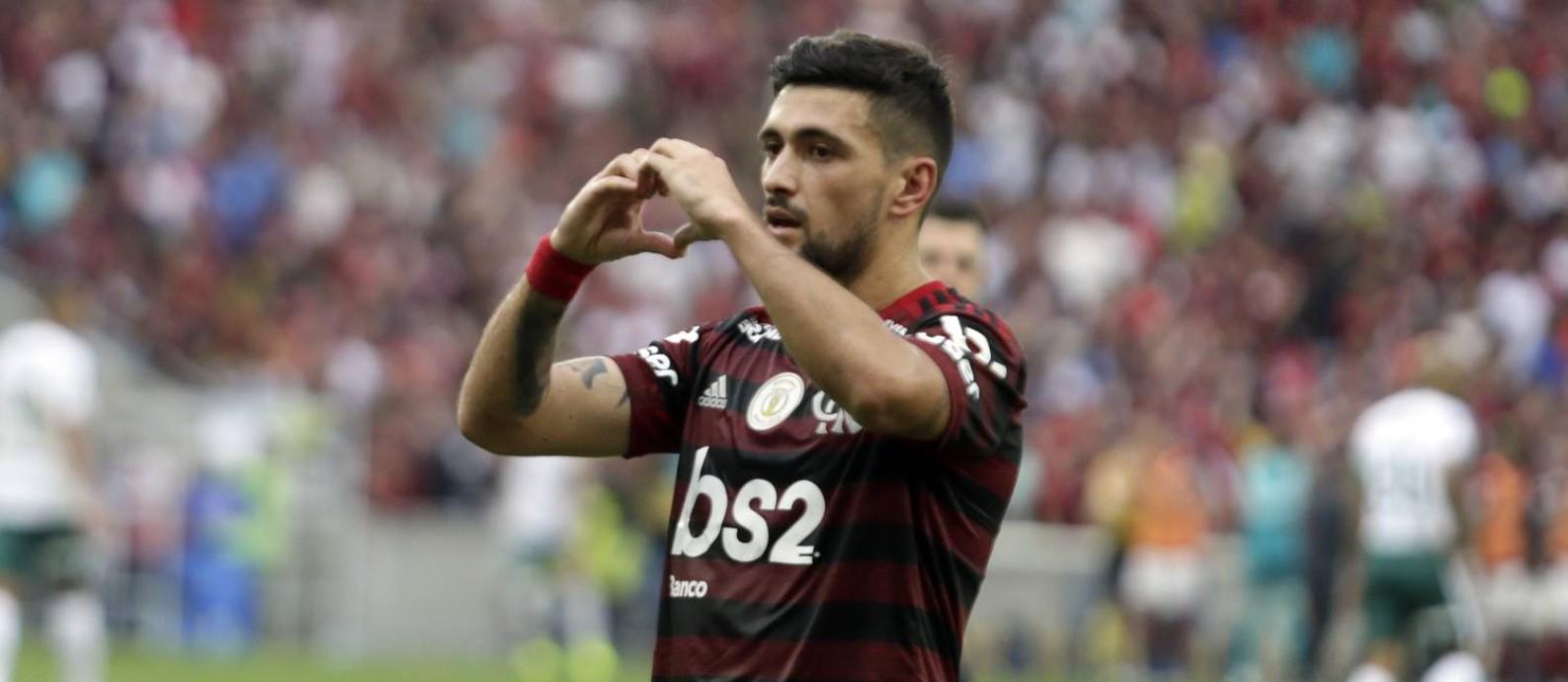Arrascaeta comemora gol em vitória sobre o Palmeiras Foto: Antonio Scorza / Agência O Globo