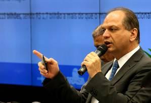Ricardo Barros fala ao lado do deputado Arthur Lira (PP-AL) Foto: Ailton de Freitas 17-11-2016 / Agência O Globo
