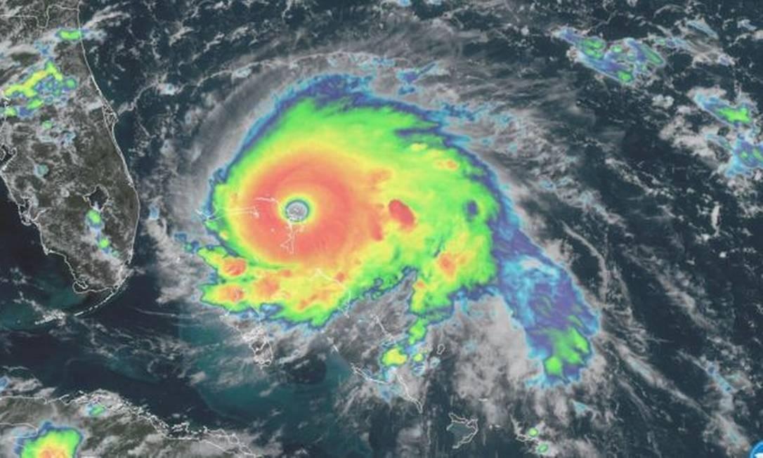 Imagem do furacão Dorian mostra um 'olho' bem definido, um sinal de sua intensidade Foto: NOAA