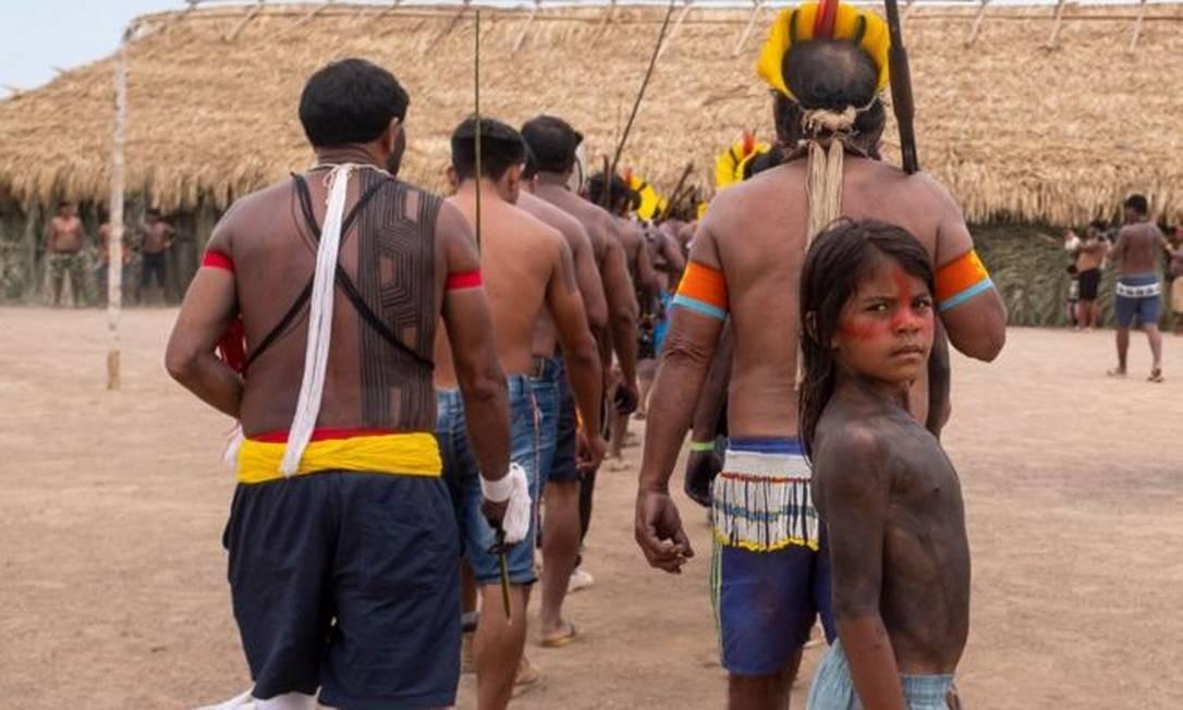 Indígenas se apresentam durante encontro que reuniu representantes de 14 etnias e de quatro reservas extrativistas na Terra Indígena Menkragnoti, no Pará Foto: Lucas Landau/Rede Xingu +