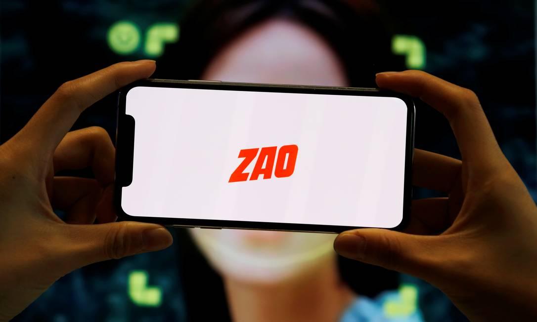 Em poucos dias, o ZAO se tornou o aplicativo mais popular da App Store na China Foto: FLORENCE LO / REUTERS