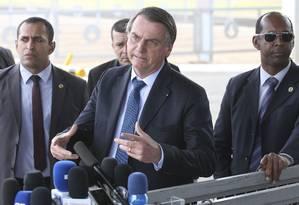 O presidente Jair Bolsonaro durante entrevista na saída do Palácio da Alvorada Foto: Antonio Cruz/ Agência Brasil / Agência O Globo