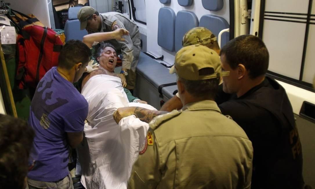O ex-governador Antony Garotinho é transferido do hospital municipal Souza Aguiar para presídio em Bangu Foto: Foto: Alexandre Cassiano/Agência O Globo/17-11-2016