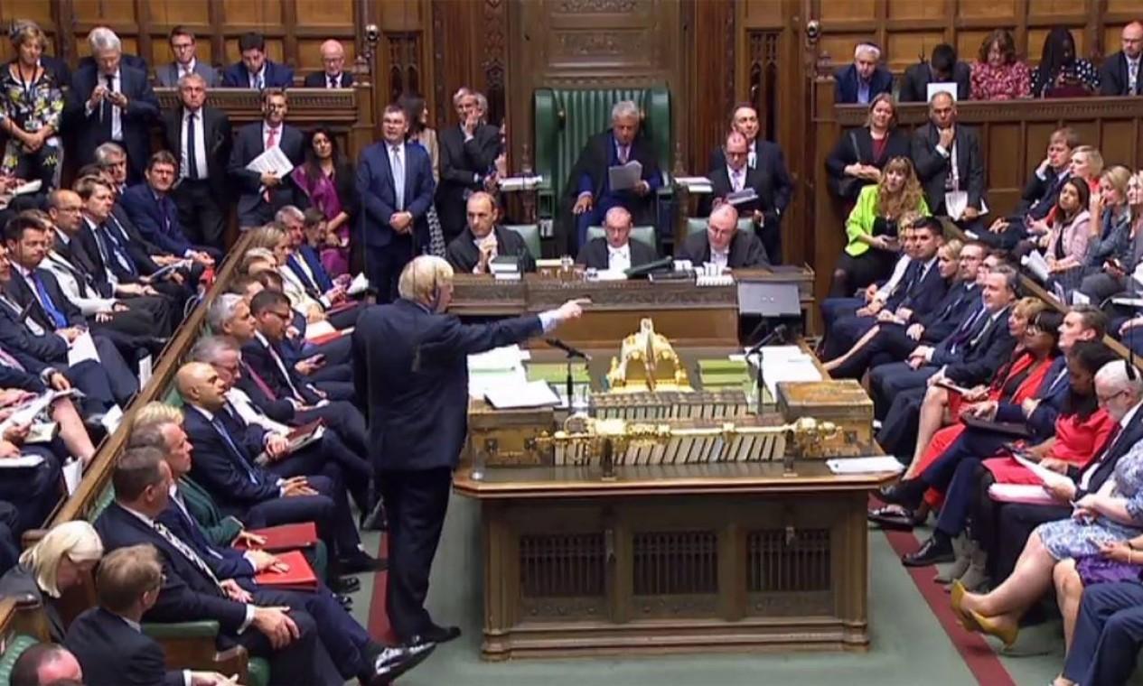 Boris Johnson, do Partido Conservador, perdeu a maioria parlamentar, que era de apenas 1 deputado. O parlamentar Phillip Lee trocou o Partido Conservador pelo Liberal Democrata. Foto: - / AFP