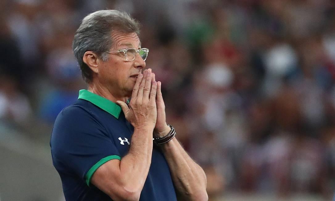 O técnico do Fluminense, Oswaldo de Oliveira, na derrota para o Avaí Foto: Pilar Olivares / Reuters