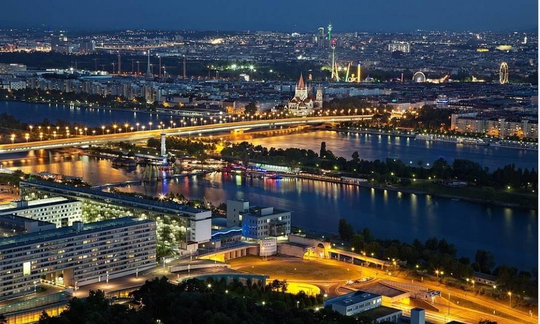 Vista aérea da cidade de Viena, à noite: cidade é considerad a melhor cidade para se viver, de acordo com a Economist Intelligence Unit Foto: Pixabay