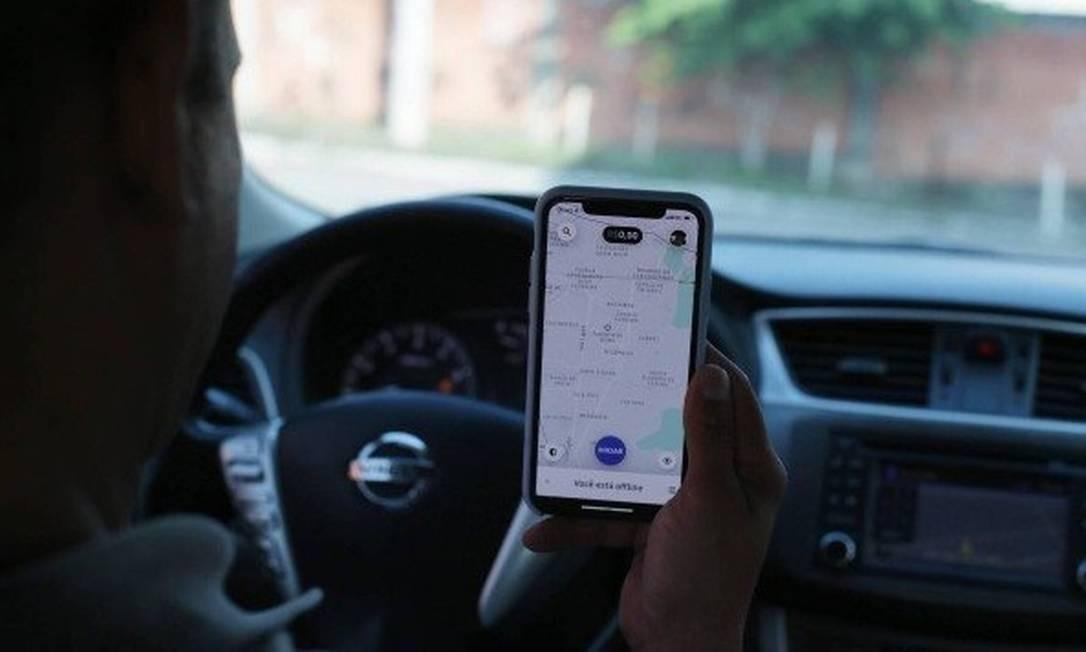 Motorista de Uber: STJ também decidiu que a Justiça Cível é a responsável por resolver disputas entre a Uber e seus parceiros Foto: César JÚnior- Agência O Globo