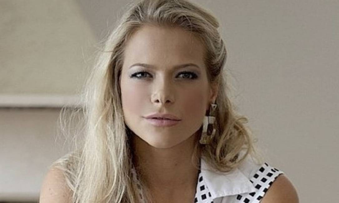Jackeline Petkovic, modelo e ex-apresentadora de TV, lamentou expulsão de filho com distúrbio neurobiológico Foto: Reprodução