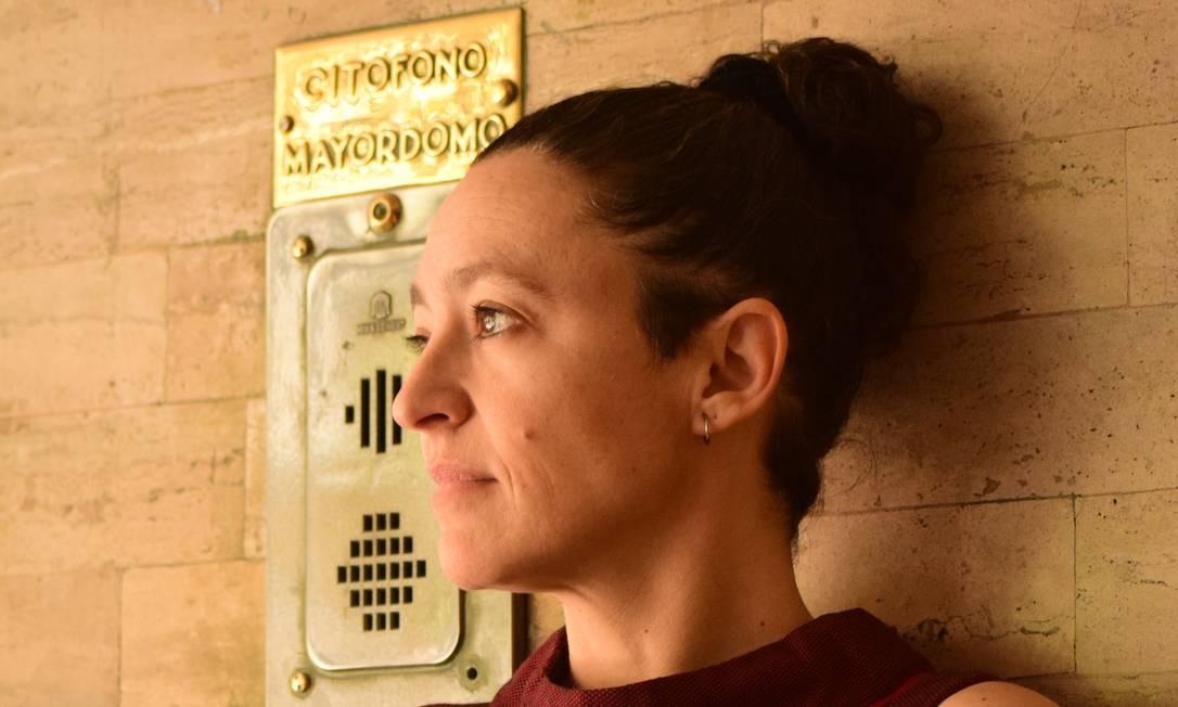 """A escritora chilena Lina Meruane: """"as instituições pressionam as mulheres a ter filhos e depois excluem-nas do mundo social e do trabalho"""" Foto: Lorena Palavecino/Divulgação"""