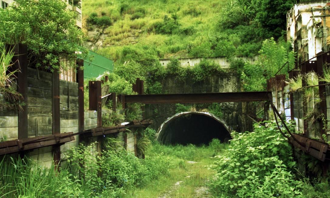 Em 1988, o metrô desenvolveu um estudo de viabilidade para implantação a Estação Morro de São João, com acesso pela rua Álvaro Ramos (Botafogo). A obra foi abandonada em 1995 Foto: Gabriel de Paiva / Agência O GLOBO