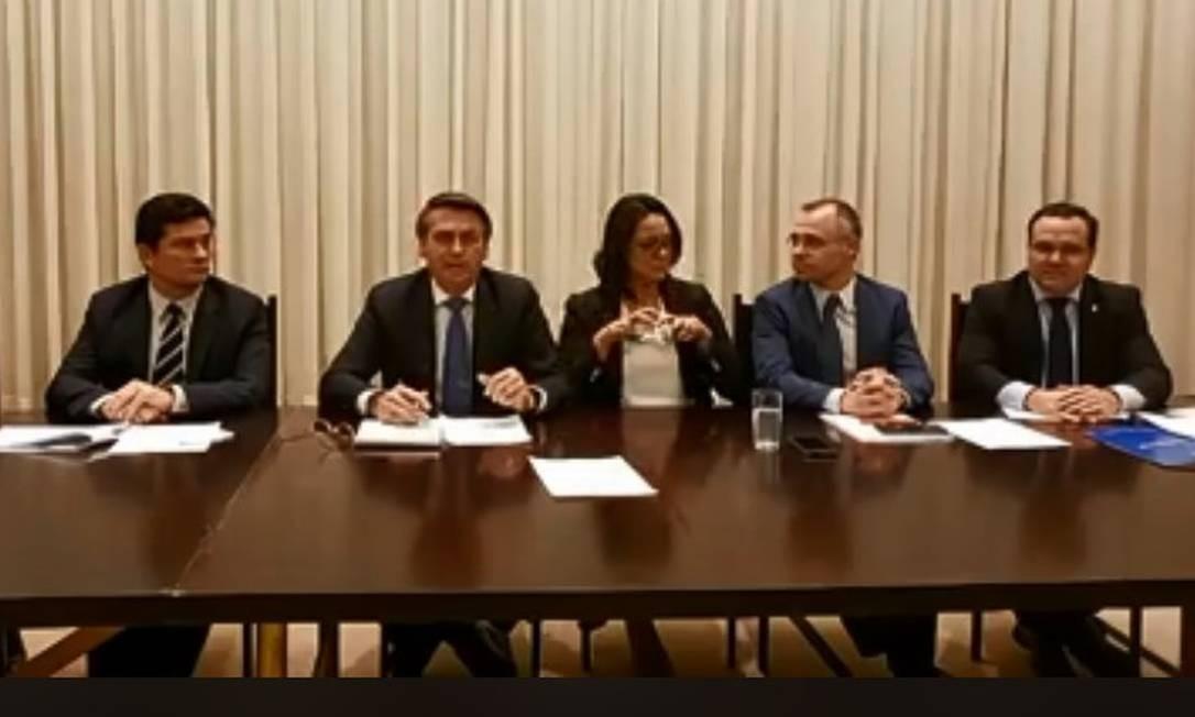Bolsonaro pede que eleitores apaguem críticas a ele no Facebook Foto: Reprodução