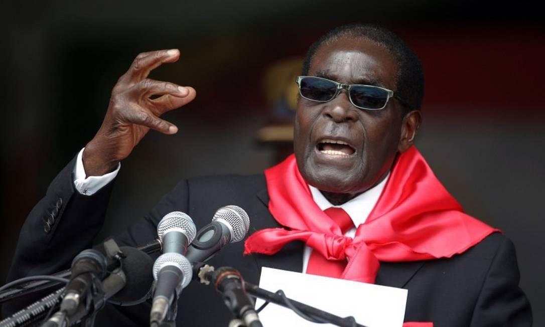 Robert Mugabe, durante celebração do seu aniversário de 90 anos, em 2014 Foto: JEKESAI NJIKIZANA / AFP / 23-02-2014