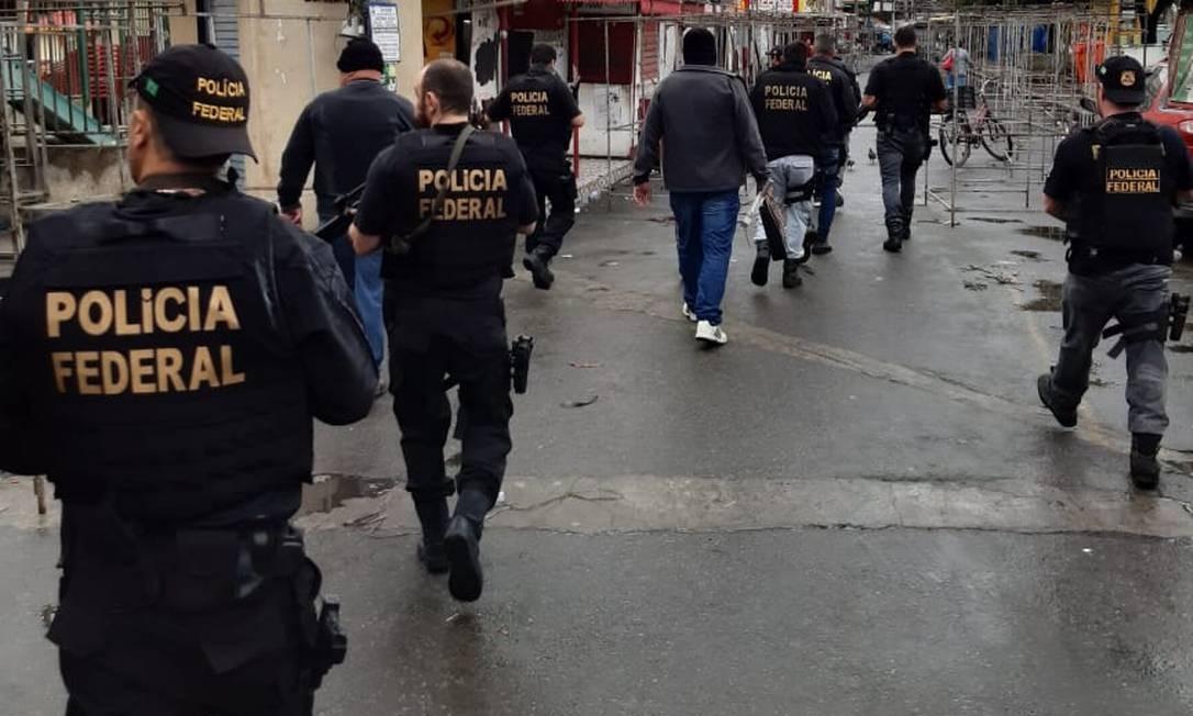 Os agentes no Complexo da Maré Foto: Polícia Federal / Divulgação