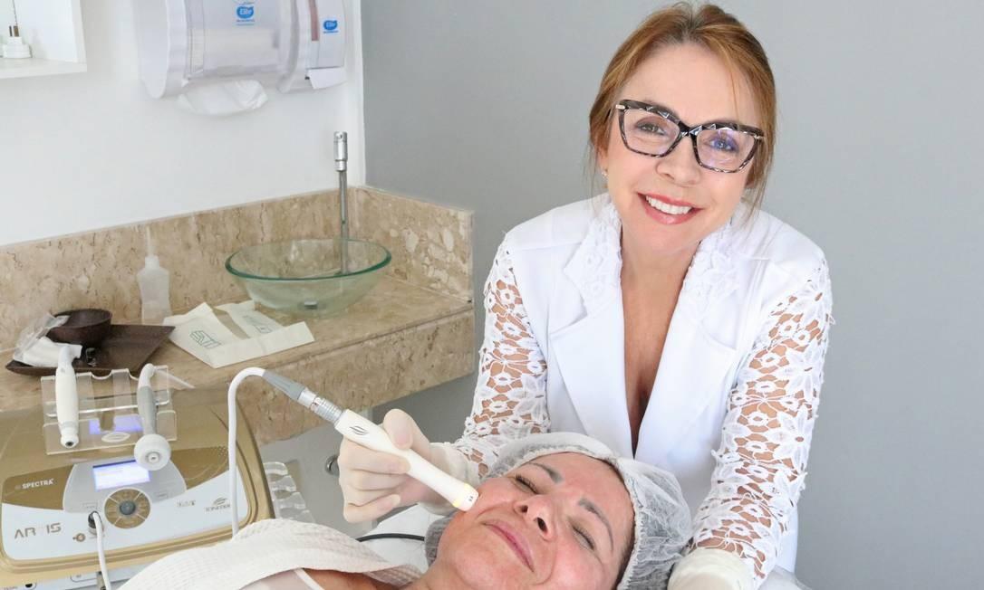 A fisioterapeuta dermatofuncional Fátima Pazos analisa cada caso individualmente Foto: Divulgação/Clínica Pazos