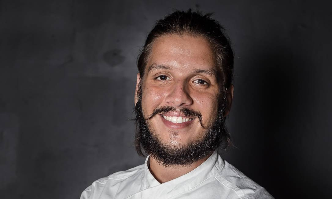 Philipe Martins: o chef faz mudanças anualmente no cardápio do Seu Vidal, para instigar a curiosidade dos clientes Foto: Yulli Nakamura / Divulgação