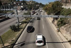 Portal de segurança. Na Alameda São Boaventura, um dos pontos de cercamento: em toda a cidade, há 70 câmeras instaladas pela prefeitura Foto: Thiago Freitas / Thiago Freitas/30-08-2017
