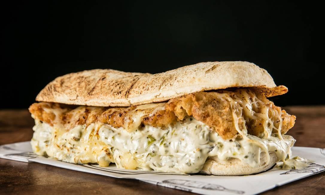 Receita do sanduíche à milanesa padrão do Seu Vidal rende 1 unidade Foto: Tomás Rangel / Divulgação
