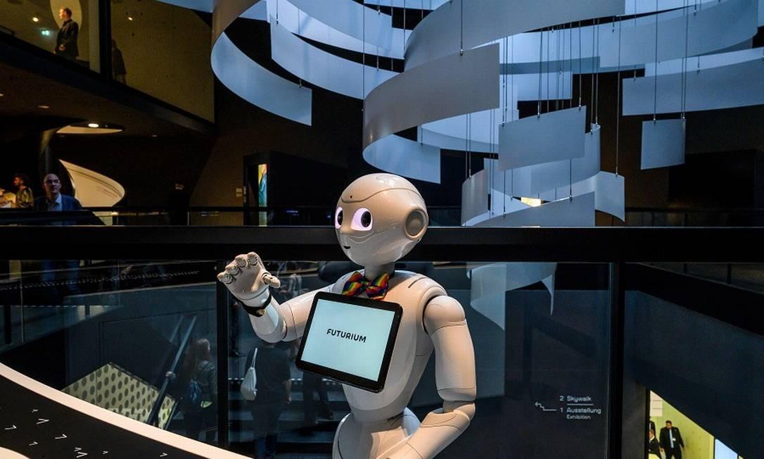 Robô interativo em Berlim: desafio para trabalhadores. Foto: JOHN MACDOUGALL / AFP