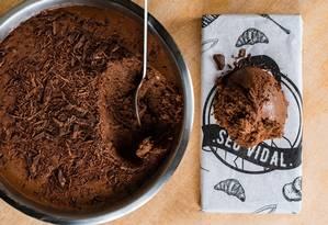 Receita de musse de chocolate roost rende de 5 a 7 porções Foto: Alex Woloch / Divulgação