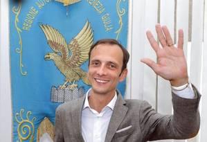 Massimiliano Fedriga, do partido de extrema direita Liga, comemora sua eleição para governador da região de Friuli Venezia Giulia em abril do ano passado: 'Já é o governo da imigração selvagem', reclamou após a revogação da lei Foto: ANDREA LASORTE / ANDREA LASORTE/ANSA/30-04-2018