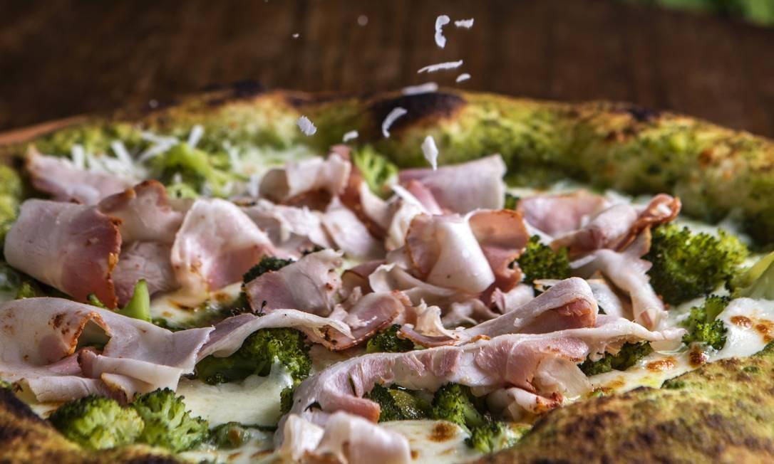 Tijuca. A pizza da Bráz é lançamento e traz um ingrediente raro Foto: Divulgação/Ricardo Dangelo