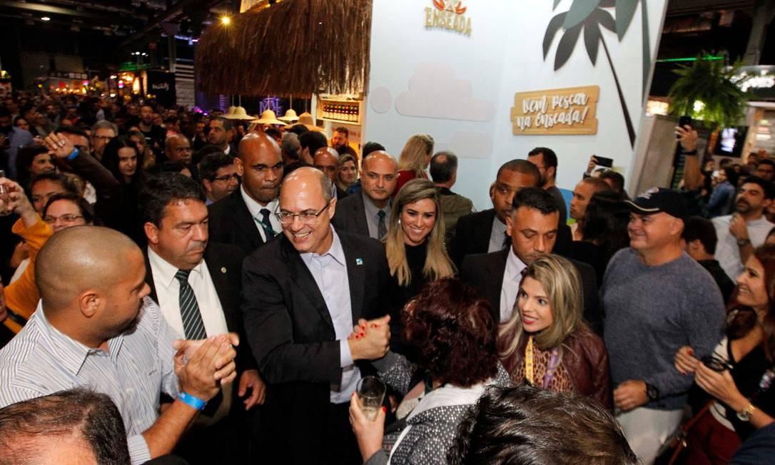 Pelo menos uma dezena de pessoas ecoou gritos contra o governador durante visita ao Mondial de La Bière, na Praça Mauá; Witzel disse que respeita manifestações Foto: Divulgação / Governo do Rio