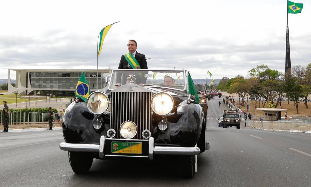 O presidente Jair Bolsonaro no Rolls Royce da Presidência da República durante o primeiro desfile de 7 de setembro do mandato dele Foto: Isac Nóbrega / PR