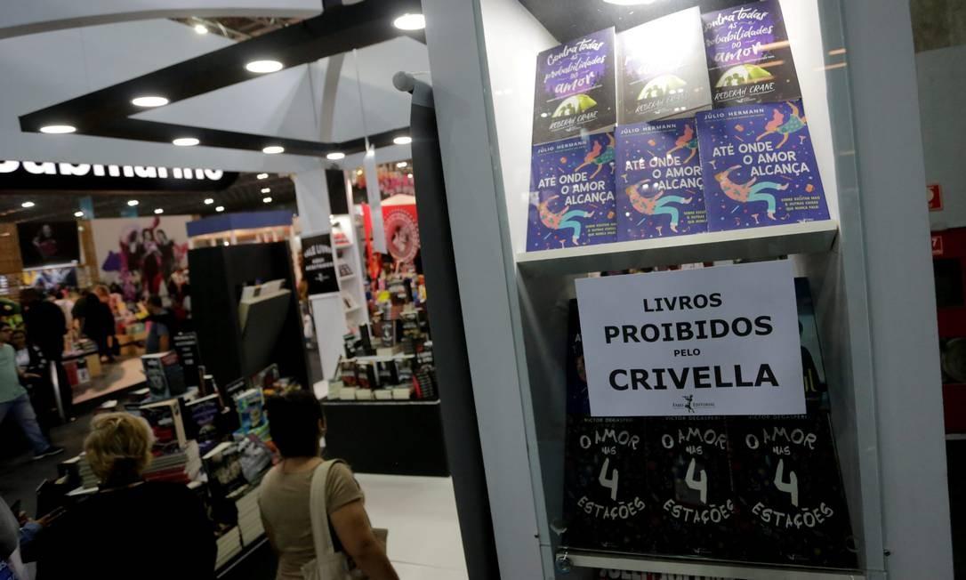 Livros censudos por Crivella na Bienal do Livro Foto: Domingos Peixoto / Agência O Globo