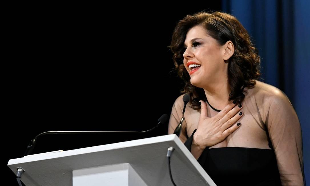 Discurso de agradecimento da diretora brasileira Barbara Paz ao receber o prêmio de melhor documentário no Venice Classics Foto: PIROSCHKA VAN DE WOUW / REUTERS