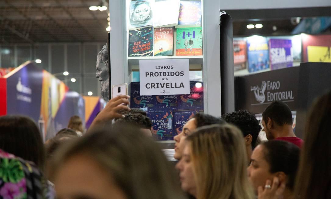 Editoras fizeram referência a tentativa de censura do prefeito Marcelo Crivella em seus estandes Foto: Bruno Kaiuca / Agência O Globo