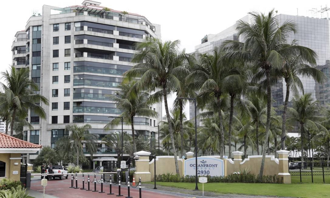 Condomínio da Barra que teve apartamento confiscado pela Justiça: foram sequestrados R$ 47 milhões em imóveis Foto: Marcos Ramos / Agência O Globo
