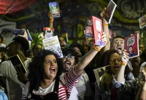 Manifestação na Bienal do Livro contra censura Foto: Hermes de Paula / Agência O Globo