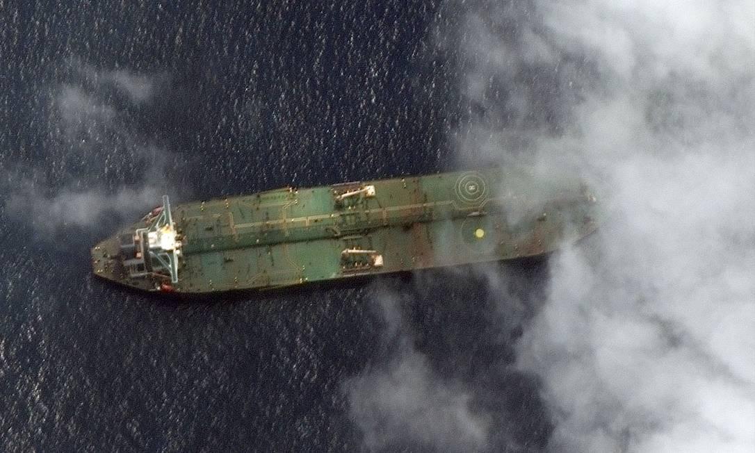 """Imagem de satélite mostra o navio iraniano Adryan Darya perto do porto sírio de Tartus, no dia 6 de setembro. Irã diz que petroleiro """"entregou sua carga"""", sem dizer quem comprou Foto: HO / AFP"""