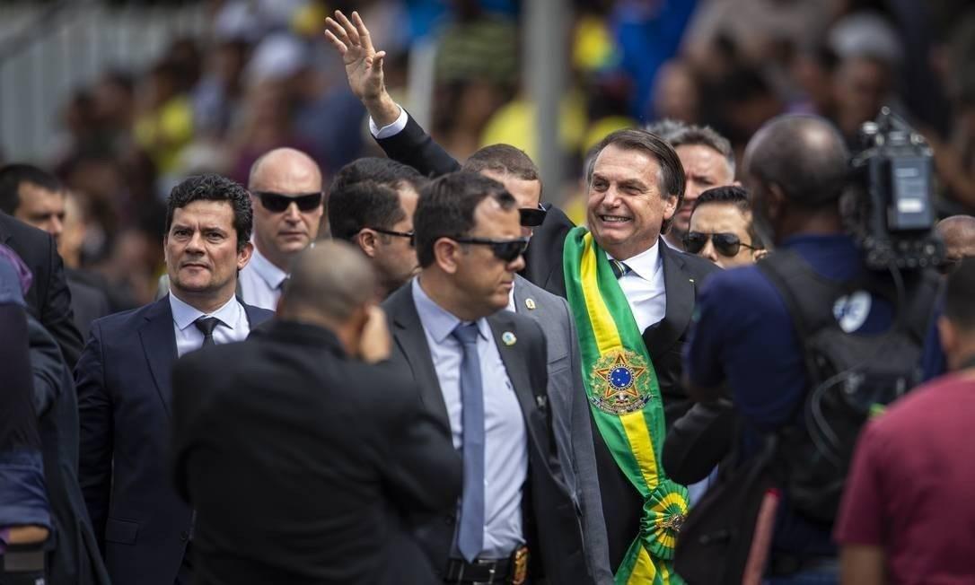 Jair Bolsonaro desceu da tribuna durante desfile de Sete de Setembro Foto: Daniel Marenco / O Globo
