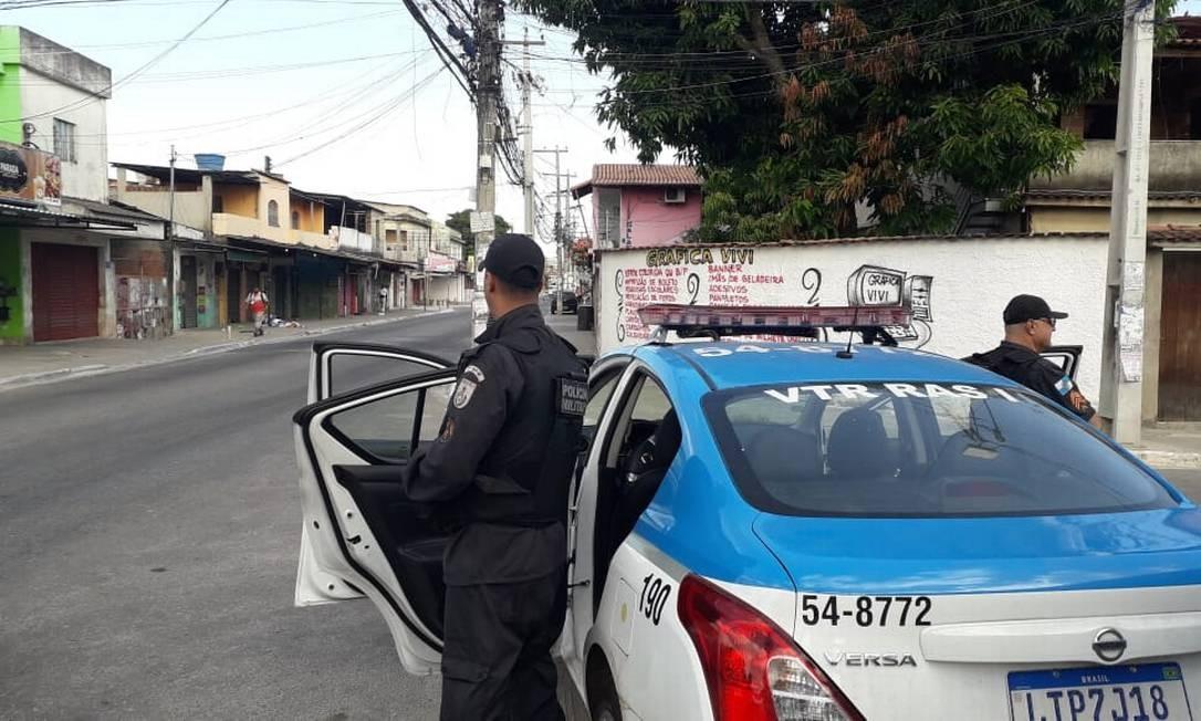 Policiais fazem patrulhamento em São Gonçalo Foto: Agência O Globo
