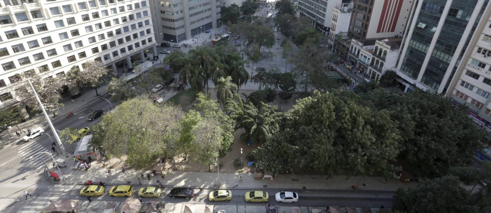 Buraco do Lum,e no Centro do Rio: área foi vendida durante leilão em São Paulo Foto: Domingos Peixoto / Agência O Globo