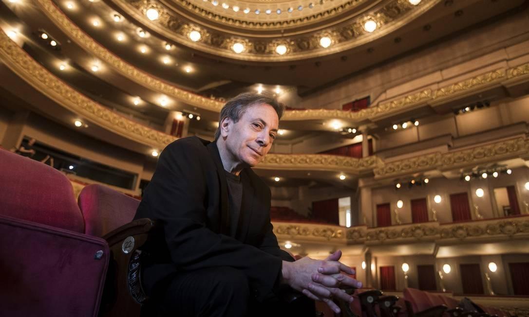 Maestro Ira Levin, novo diretor da Orquestra Sinfônica do Teatro Municipal Foto: Hermes de Paula / Agência O Globo