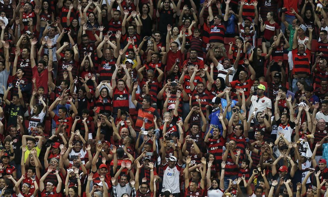 Torcida do Flamengo vai esgotar ingressos para duelo contra o Santos Foto: Jorge William / Agência O Globo