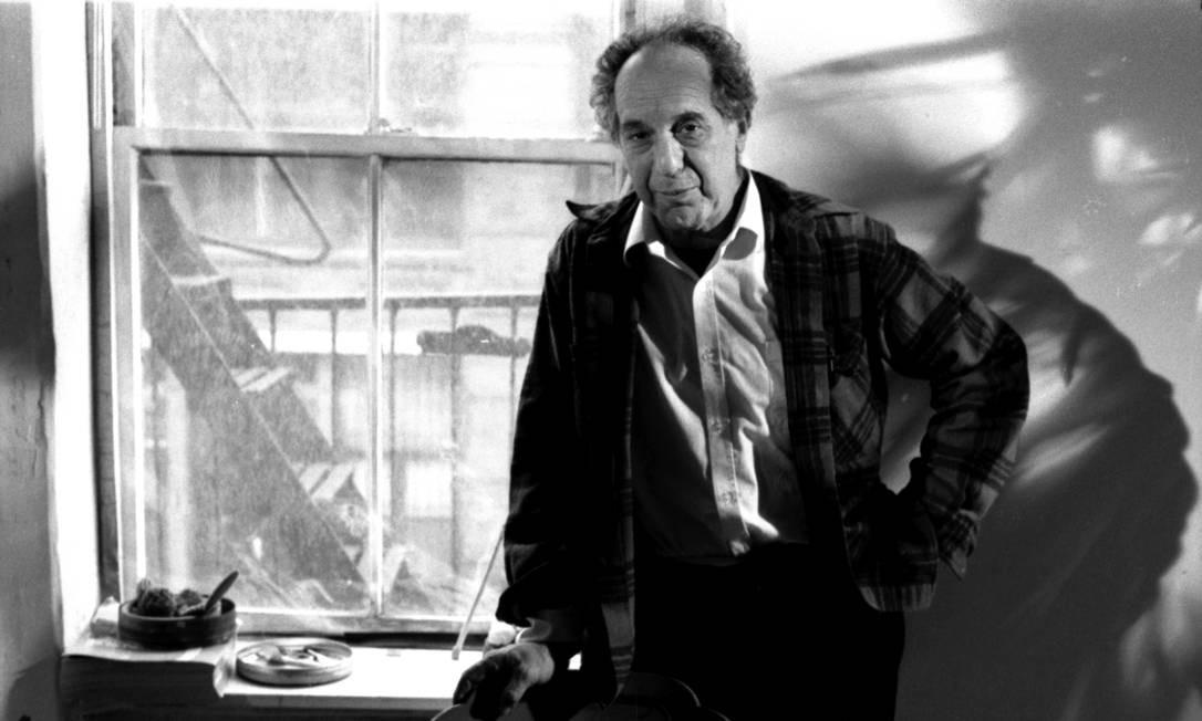 Robert Frank fotografado por Walter Carvalho, em 1988, em NY, enquanto gravava a série 'América' Foto: Walter Carvalho / Divulgação