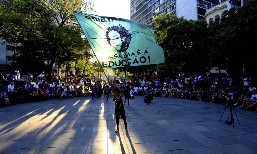 Manifestações polícitcas também são realizadas no local. Protesto pelos 300 dias da morte da Vereadora Marielle Franco Foto: Marcelo Theobald / Agência O Globo