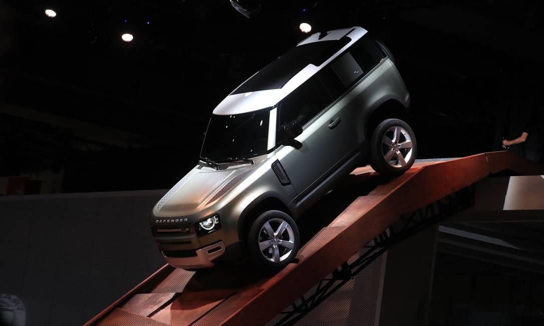 O novo veículo utilitário esportivo Land Rover Defender, fabricado pela Jaguar Land Rover, é exibido na abertura do Salão do Automóvel de Frankfurt, na Alemanha Foto: Krisztian Bocsi / Bloomberg