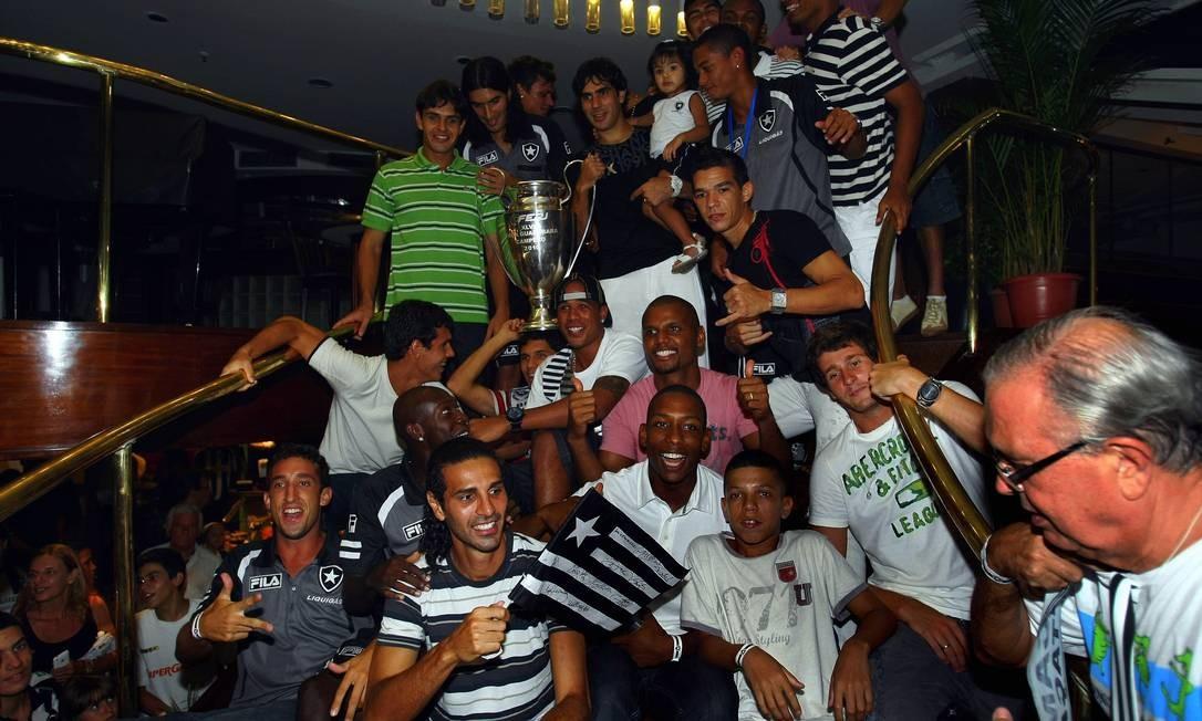 Em 2010, o time do Botafogo comemourou a conquista do campeonato estadual na churrascaria Estrela do Sul, em Botafogo. Sete anos depois, 2017, a churrascaria fechou Foto: Cezar Loureiro / Agência O Globo