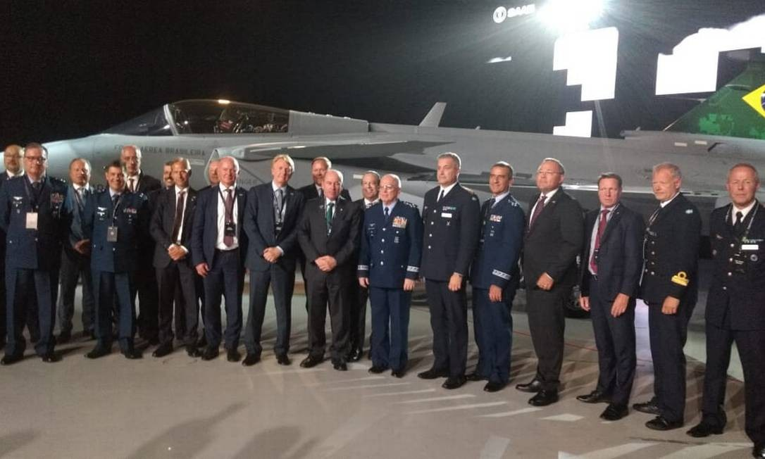 Autoridades brasileiras na apresentação do caça Gripen, na Suécia Foto: Divulgação