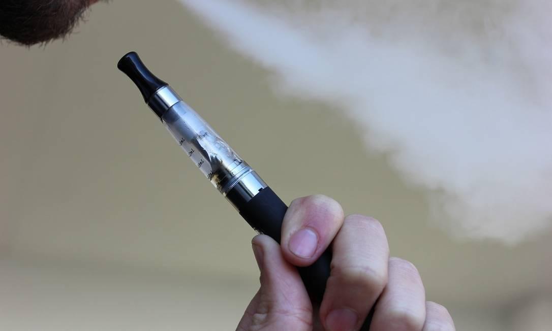Cigarros eletrônicos e vaporizadores foram criados para ajudar fumantes a abandonar o tabagismo Foto: Pixabay