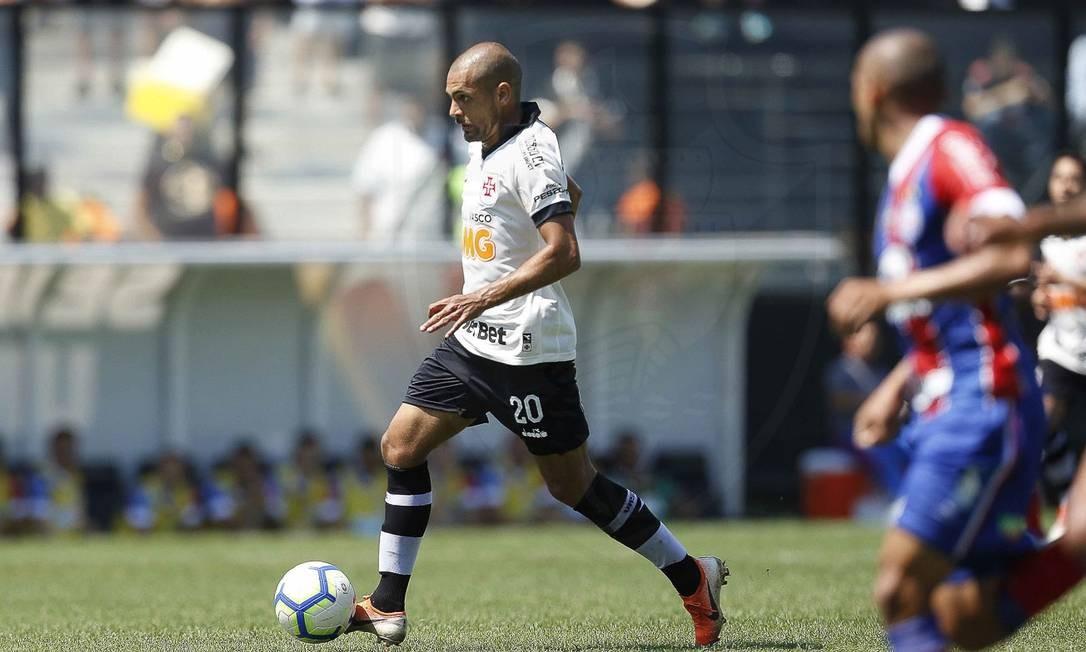 Clayton domina a bola na derrota do Vasco para o Bahia Foto: Rafael Ribeiro/Vasco