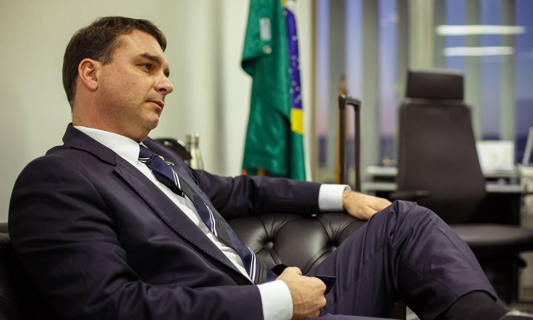 O senador Flávio Bolsonaro (PSL-RJ) liderou a tentativa de impedir a convocação dos representantes das empresas Foto: Daniel Marenco / Agência O Globo