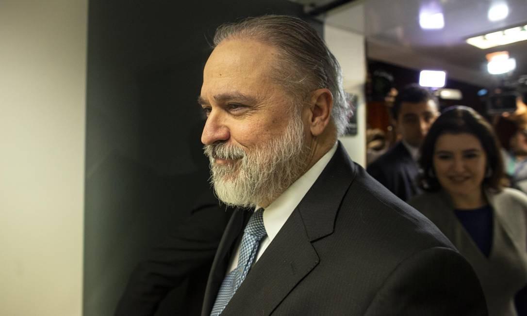 O subprocurador Augusto Aras começou a conversar com líderes do Senado nesta terça Foto: Daniel Marenco / Agência O Globo