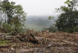 Desmatamento e obras sem autorização vêm mudando a paisagem do entorno Foto: Marcos Ramos / Agência O Globo